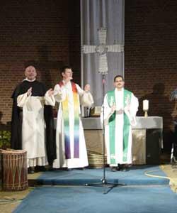 Liturgen am Altar