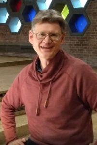 Pfarrer Ivo Masanek am Klavier